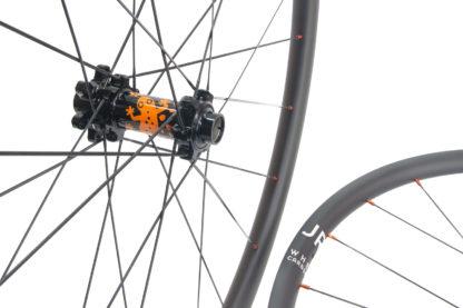 Gecko strong carbon wheels