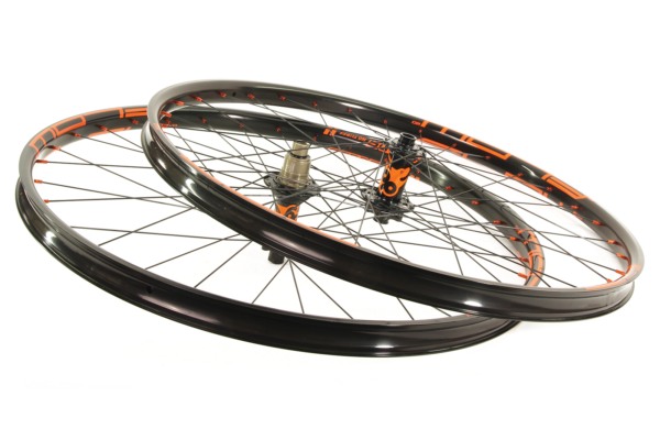 NoTubes Flow 27.5″, Boost wheelset – orange decals