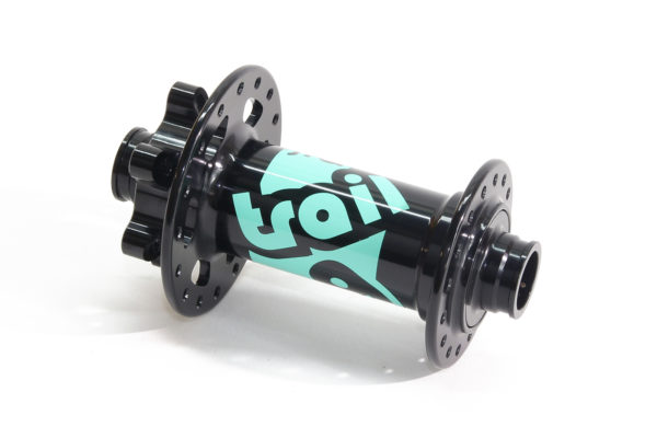 Boost front hubs with mint colour Traildog logo