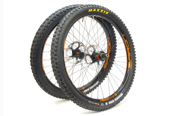 NoTubes Baron wheelset laced 3x